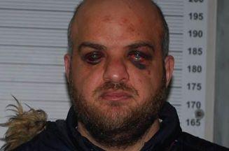 صورة تثير الجدل .. إسلام علوش يتعرض للتعذيب في السجون الفرنسية