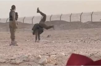 فيديو لمجندات إسرائيليات يرقصن مع جنود مصرين على الحدود يثير موجة من الجدل