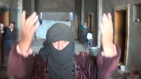 امرأة نازحة بريف حمص تشكي حالها وتناشد العالم
