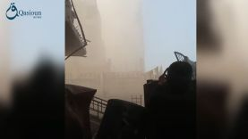 استهداف النظام بالأسلحة الثقيلة لبرج الطيارة بحي الوعر