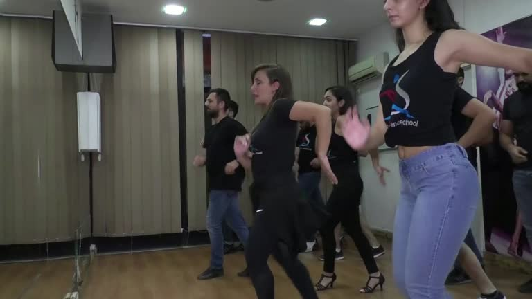 رويترز تثير الجدل بفيديو لرقصة السالسا من دمشق