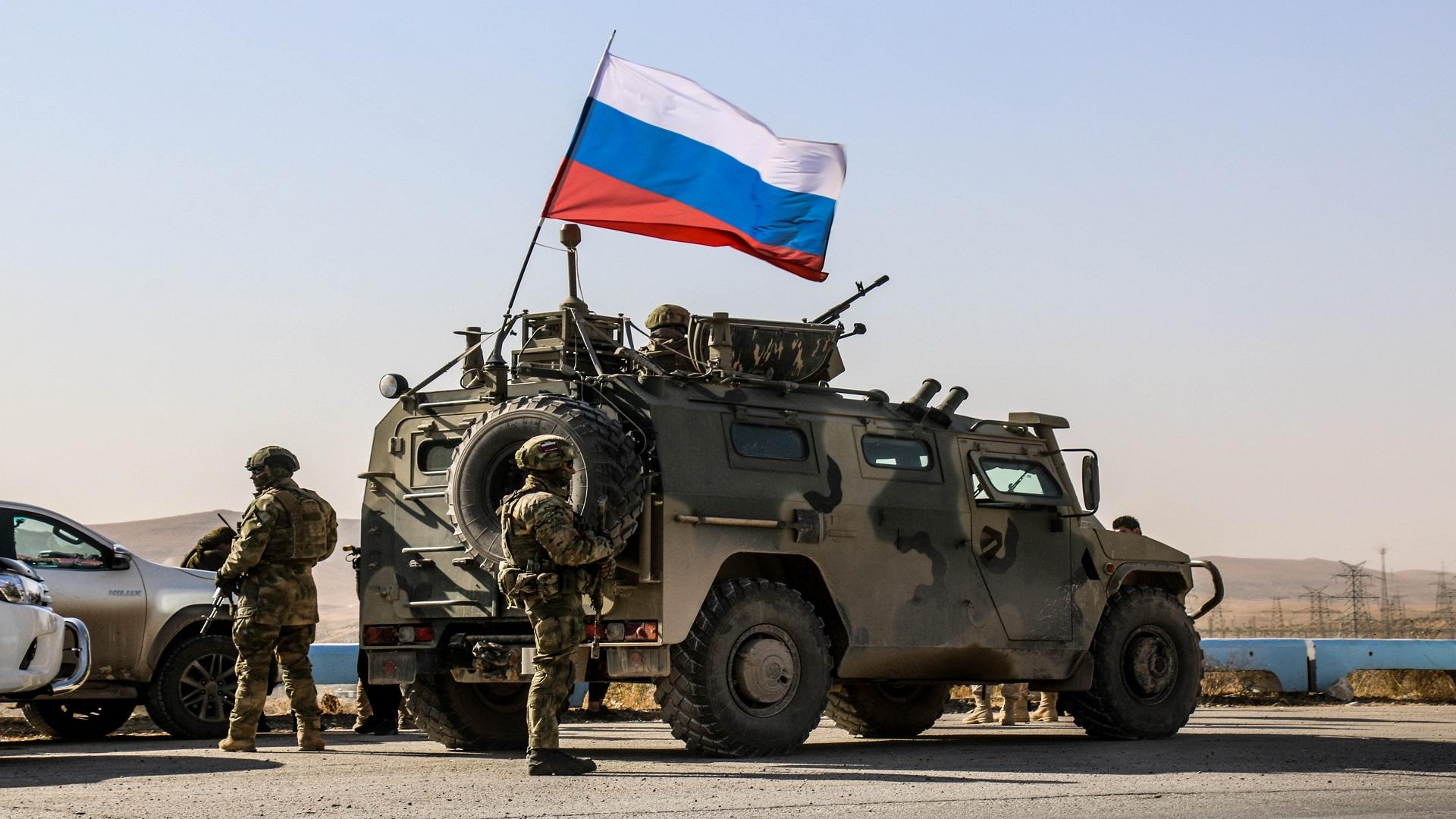 روسيا تطرد قوات النظام من حقل نفطي شرق سوريا  بطريقة مهينة