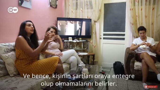 قذائف المعارضة أخرجتني.. لاجئة سورية تروي أسباب عودتها إلى دمشق (فيديو)