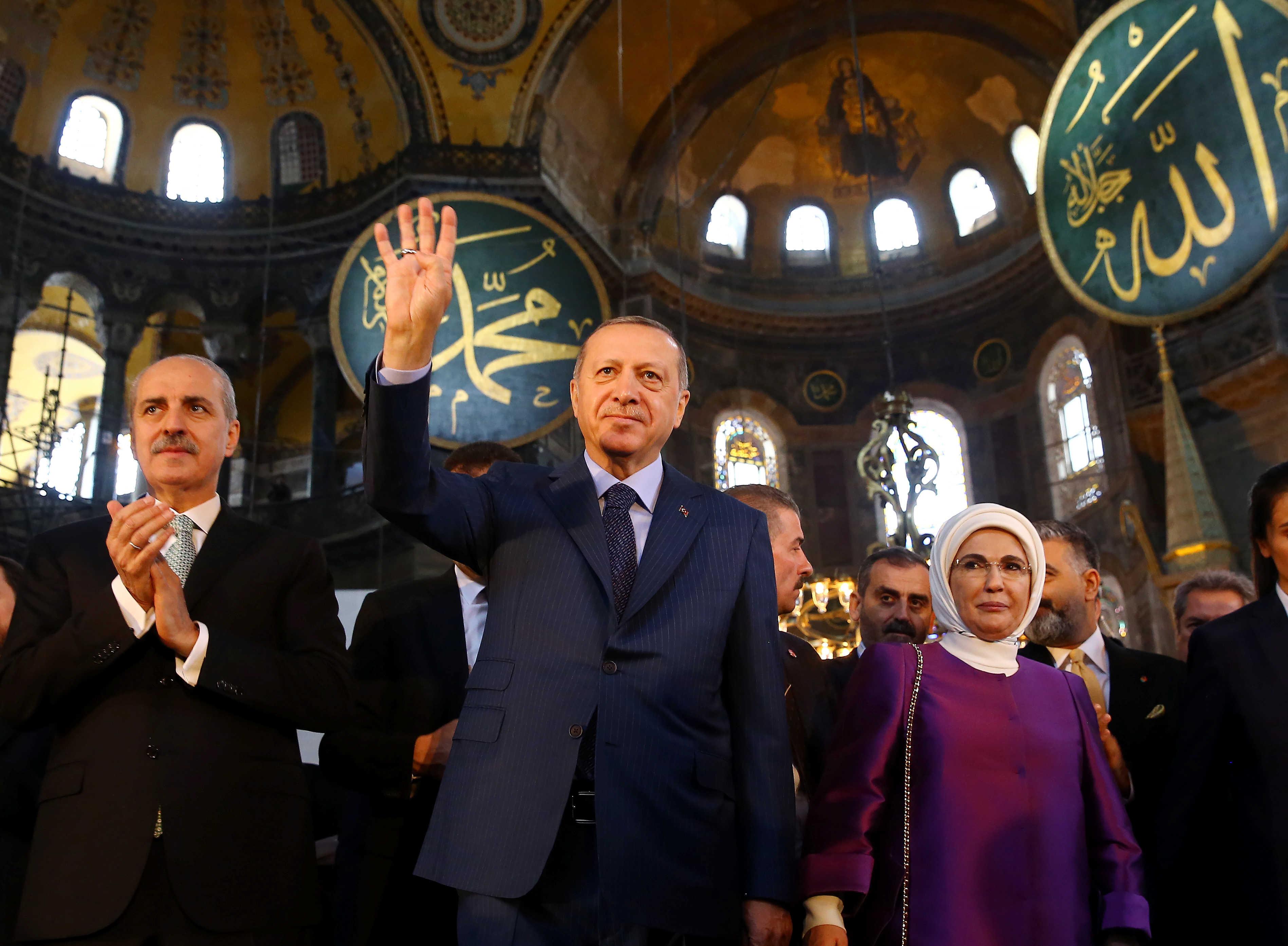 """بعد 86 عاماً.. تركيا تعيد """"آيا صوفيا"""" لمسجد"""