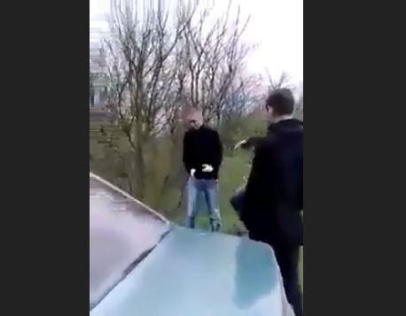 مسلمون شيشان ينتقمون من الروسي المعتدي على محجبة (فيديو)