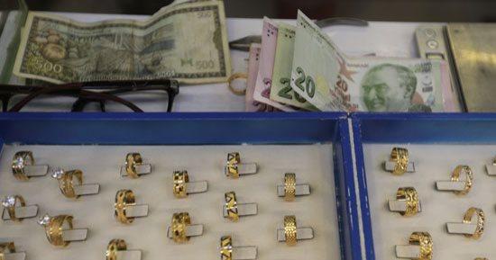 تحسن طفيف  في أسعار العملات و الذهب  في سوريا  اليوم الاحد