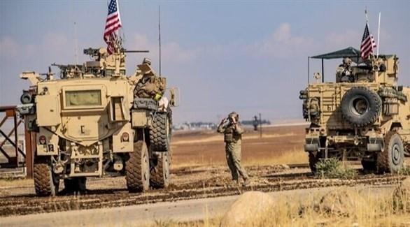 """للمرة الثانية .. اعتراض دورية أمريكية و""""قسد"""" تعطي النظام  مهلة لإخلاء المنطقة (فيديو)"""