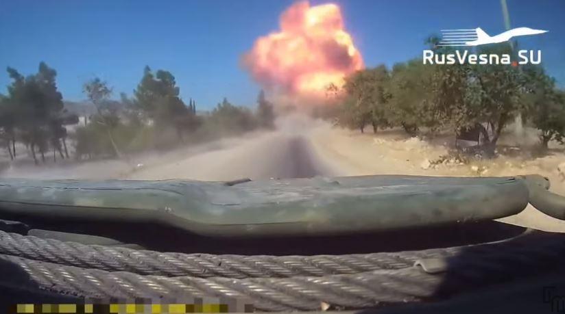 """روسيا تنشر تسجيلاً جديداً لانفجار M4 يظهر """"انتحارياً يقود السيارة وفصيل مجهول يتبنى العملية (فيديو)"""