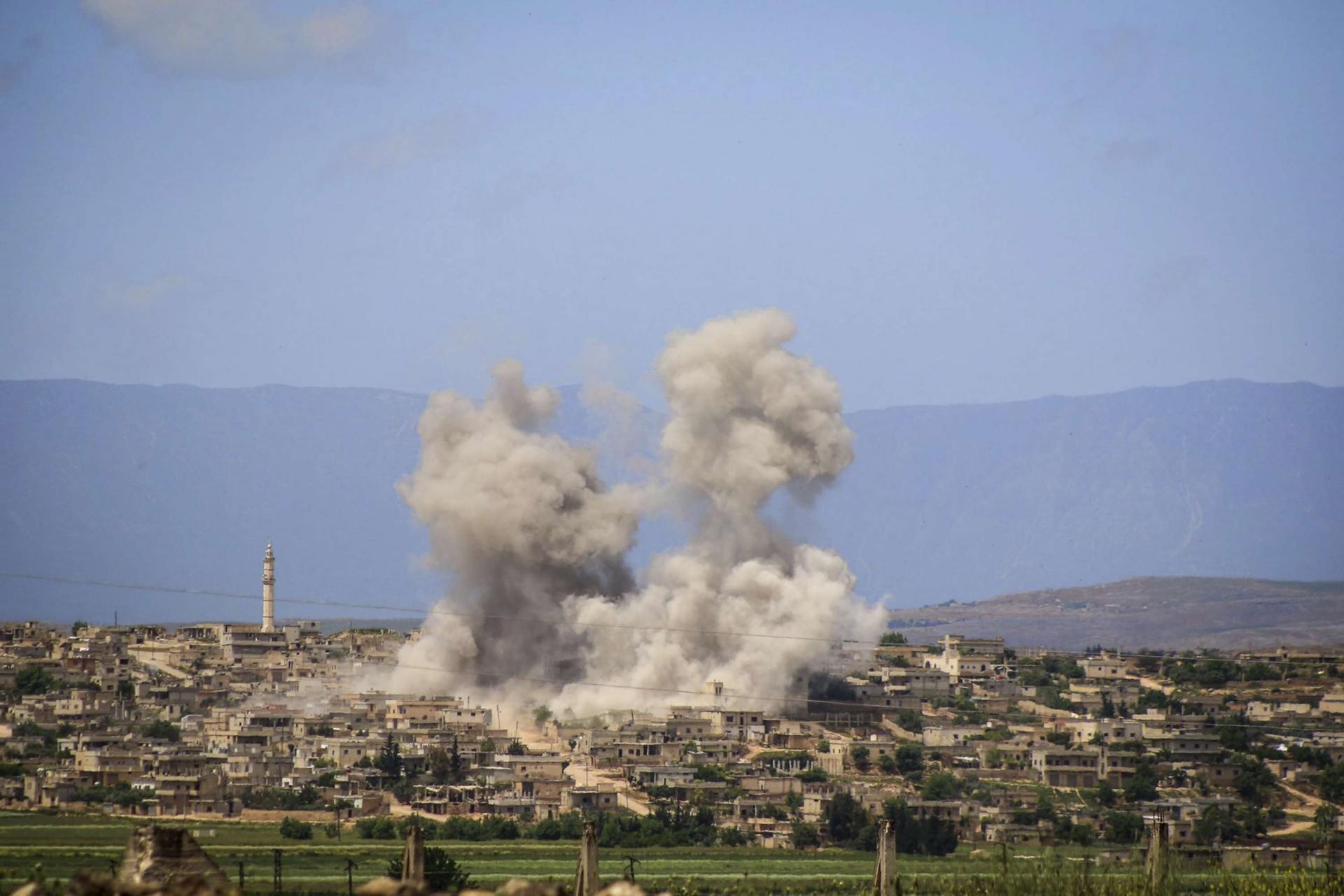 لليوم الثاني على التوالي.. روسيا والنظام تواصلان استهداف قرى وبلدات ريف إدلب (فيديو)