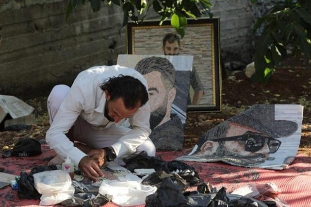 بهدف توثيق جرائم النظام .... معتقل سوري سابق يرسم وجه جلاده بالفسيفساء