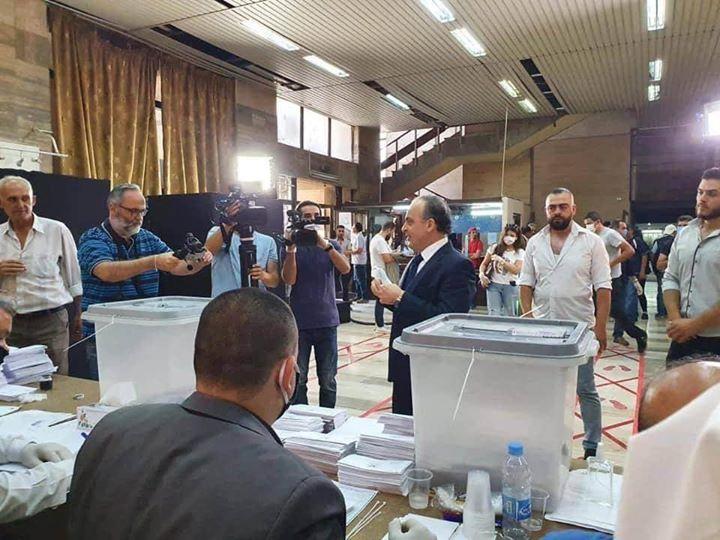 هل هي لعبة جديدة من النظام ؟ ...عماد خميس يُشارك في انتخابات مجلس الشعب