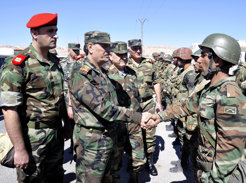 """بتهمة الموالاة لـ""""رامي مخلوف""""... نظام الأسد يعتقل 40 ضابطاً من قواته"""