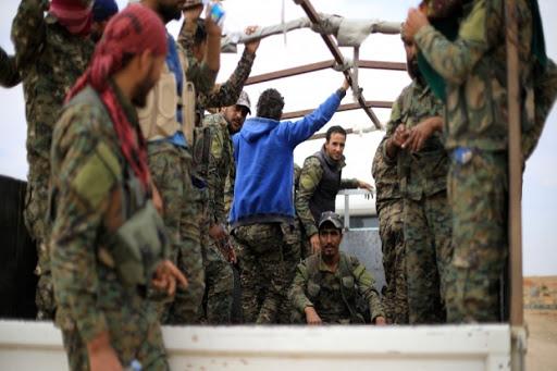 فصيل عربي في صفوف قسد يلقي السلاح.. لهذا السبب