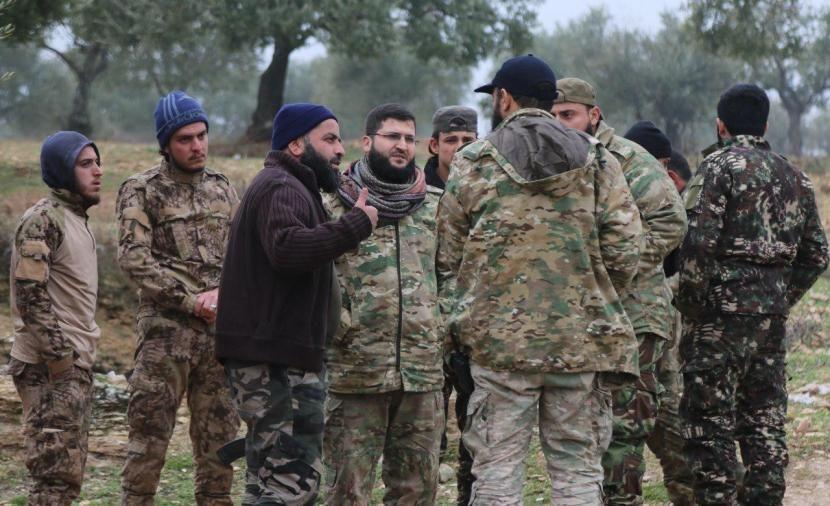 """فصائل """"الفتح المبين"""" تستنفر وصفحات موالية تتحدث عن عمل عسكري في إدلب"""