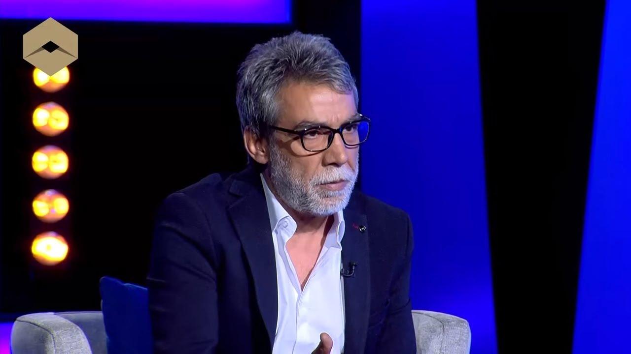 بالفيديو: أيمن رضا يمدح فناناً معارضاً