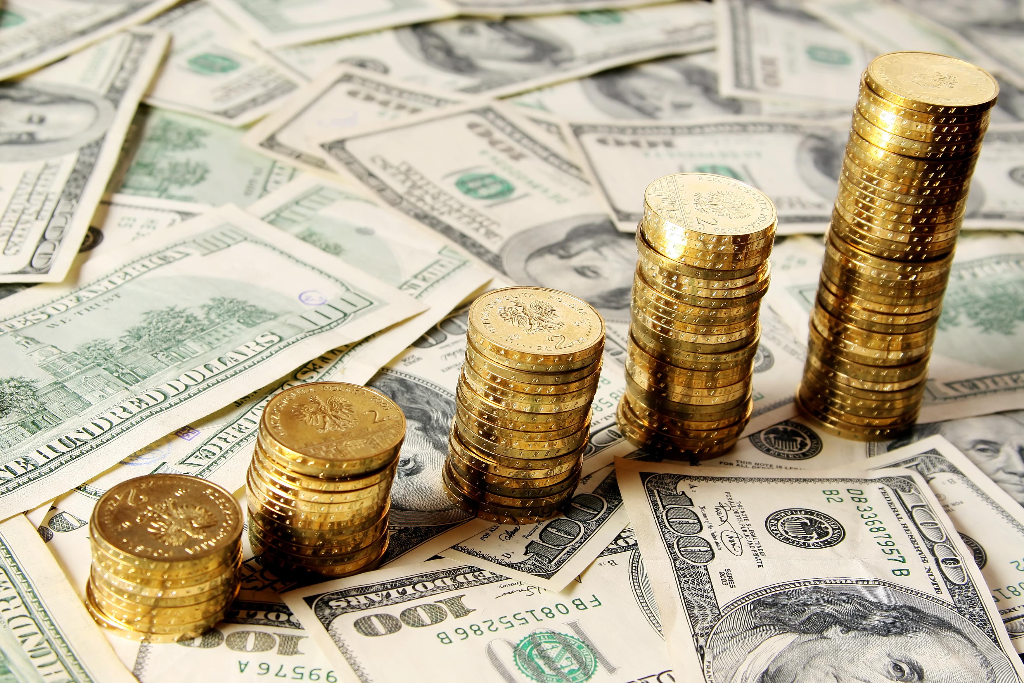 الدولار يسير نحو الألف الثالث والذهب يحلق عاليا  الأربعاء