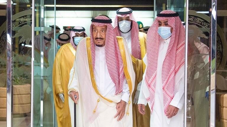الملك سلمان يغادر المشفى