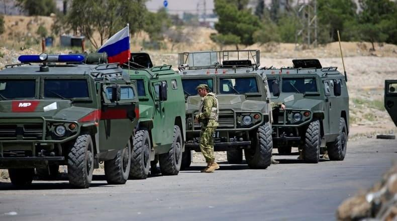 تعزيزات عسكرية روسية تصل إلى عين عيسى في ريف الرقة شمال سورية
