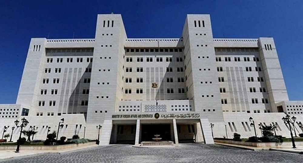 """النظام يعلّق على اتفاق وقعته """"قسد"""" مع شركة نفطية أمريكية: سرقة موصوفة متكاملة"""