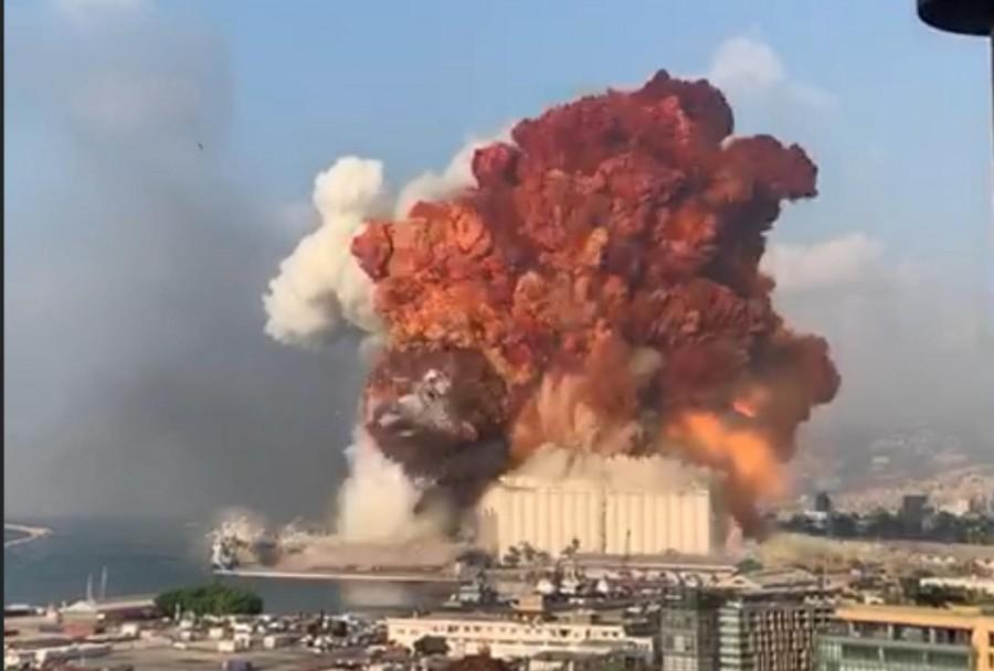 انفجار هائل في بيروت.. والرئيس اللبناني  يوجه بضبط الأمن في الأحياء المنكوبة