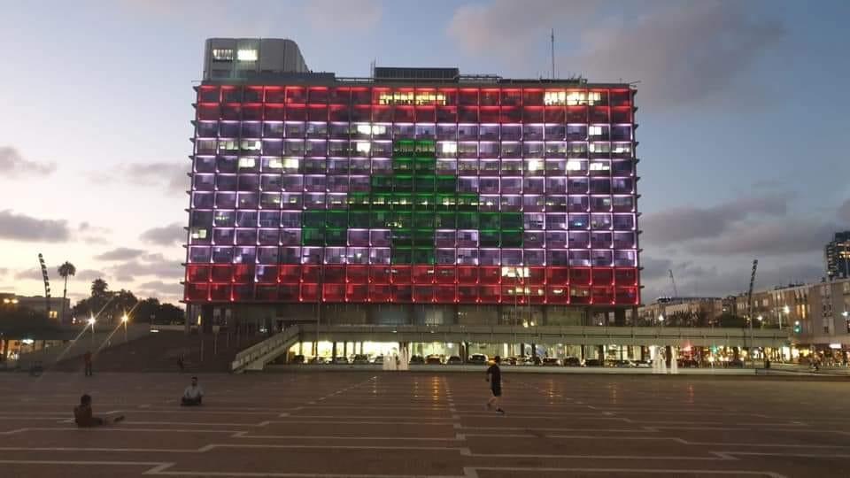 إسرائيل تضيء مبنى بلدية تل أبيب بألوان العلم اللبناني..!