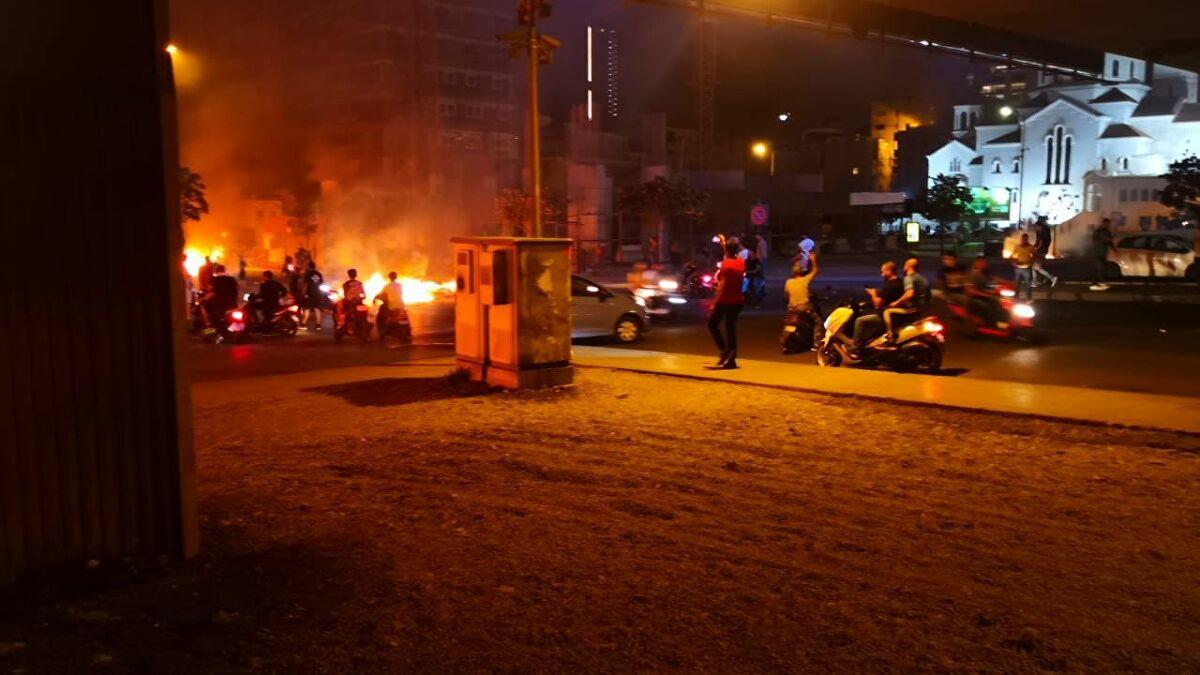 متظاهرون في لبنان يحاولون اقتحام مجلس النواب