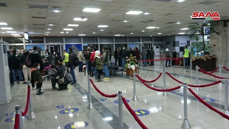 وصول أول طائرة من بيروت إلى مطار حلب والنظام يحتفي بها