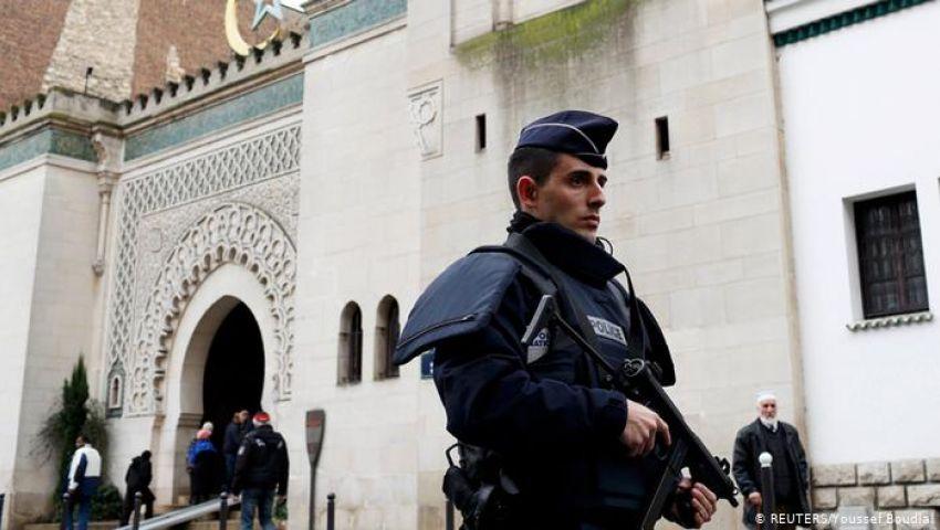 فرنسا تغلق 9 مساجد في البلاد