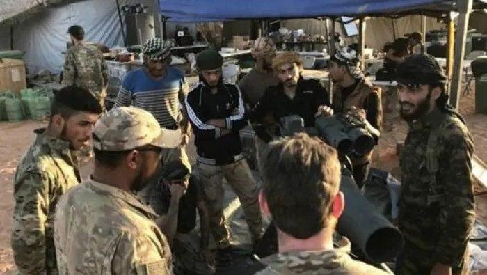 بعد الضربات الإسرائيلية...النظام يجتمع مع ميليشيا فاطميون في دير الزور