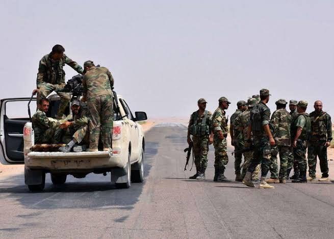إستنفار للنظام بريف الرقة بعد سقوط قتلى بهجوم على أحد حواجزه