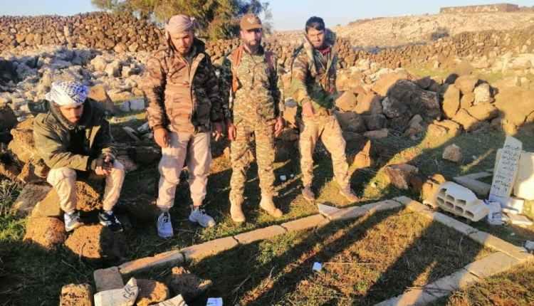 قوات النظام تحطم القبور في ريف درعا