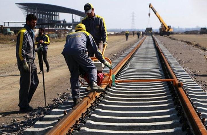 إيران تكشف عن مشروع سكة حديد يربطها بسوريا والعراق