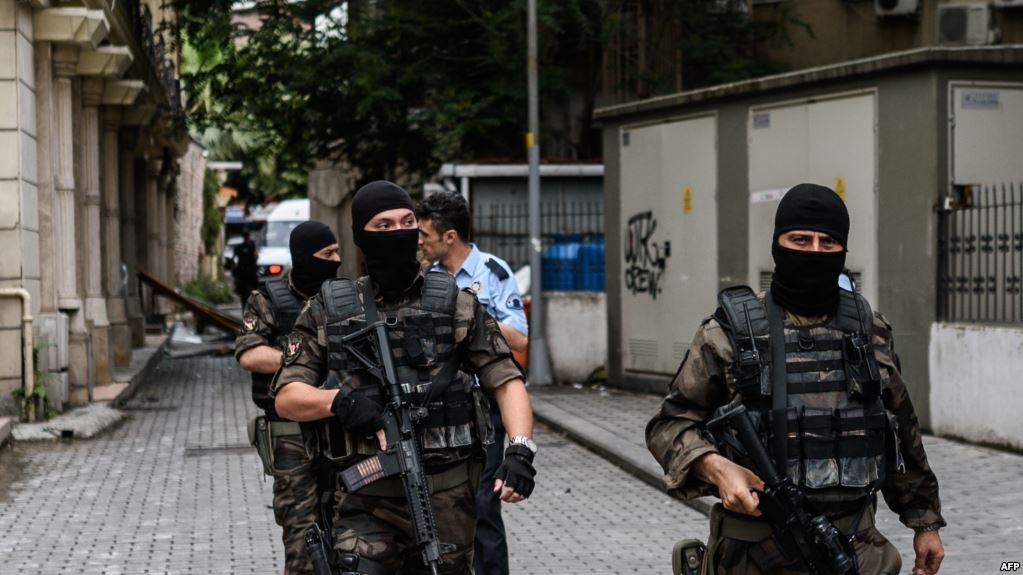 """الأمن التركي يعتقل  14 شخصاً بينهم  سوريون وقرار بتوقيف آخرين بتهمة الانتماء لـ""""داعش"""""""