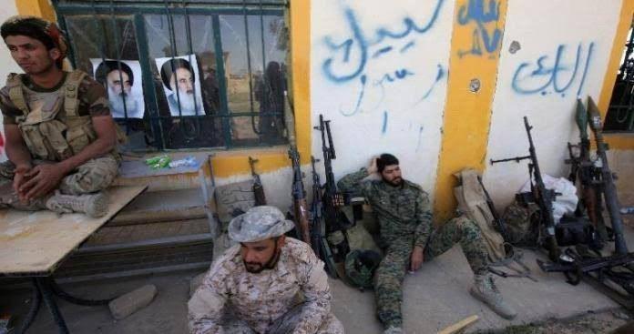 بين منازل المدنيين...الميليشيا الإيرانية تقوم  بتخزين الأسلحة وحفر الخنادق في البوكمال