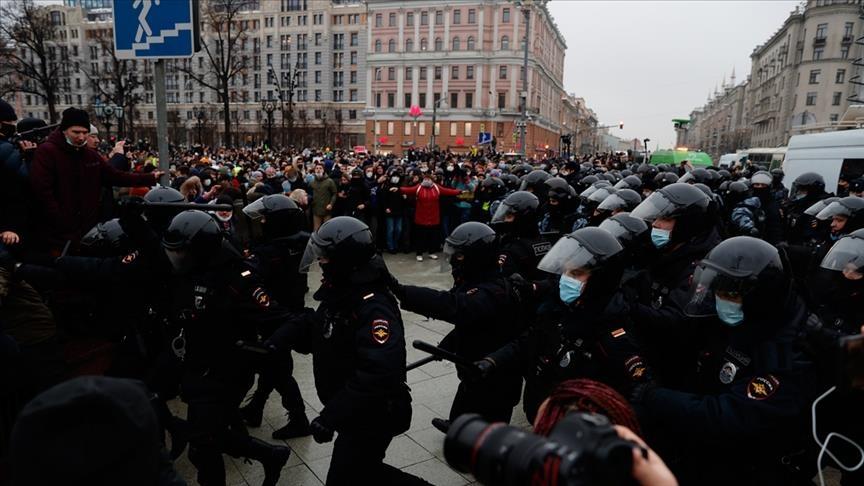 اندلاع  مظاهرات حاشدة في روسيا تطالب بالإفراج عن المعارض نافالني والشرطة تعتقل المئات