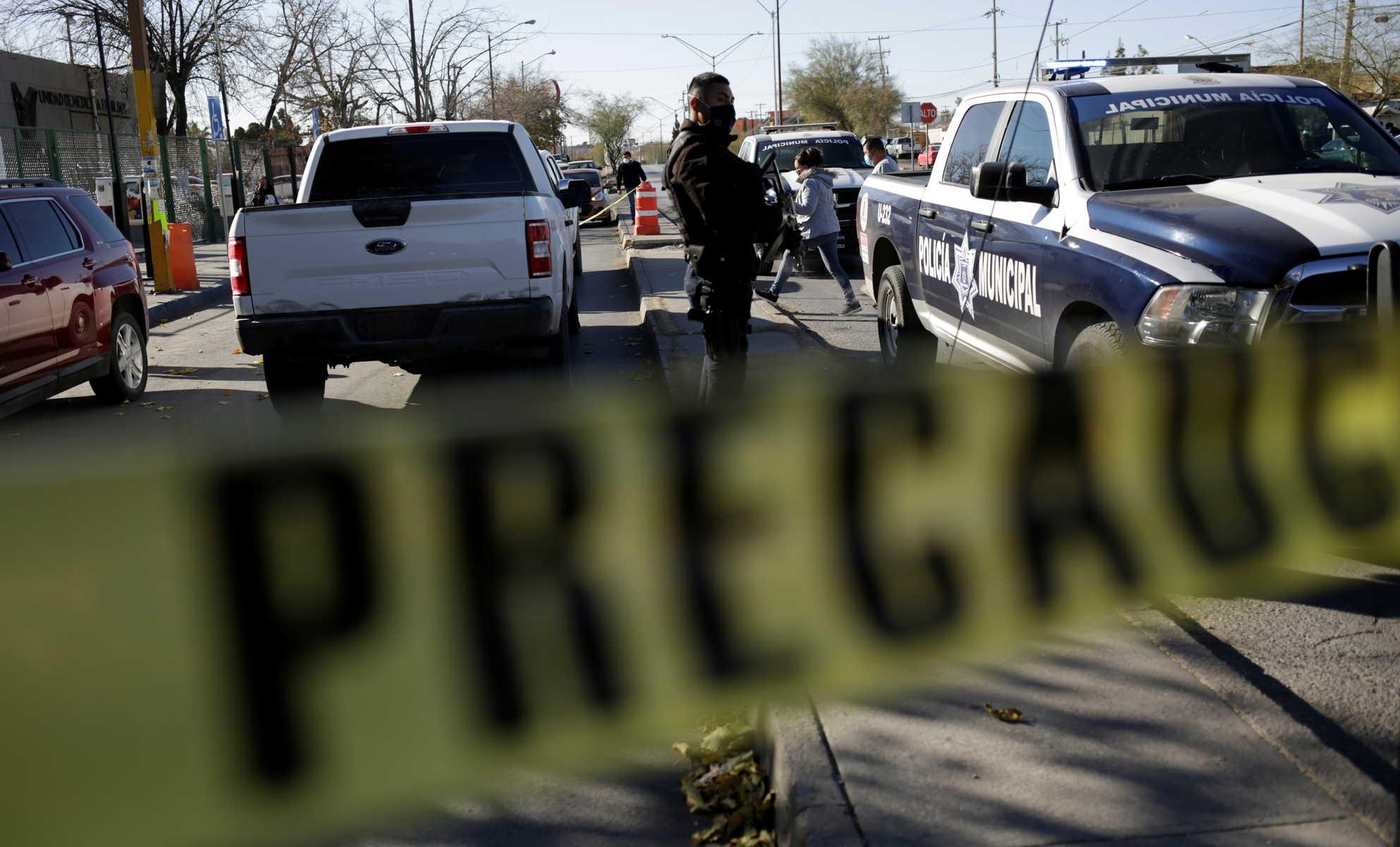 في حادثة غريبة .. مكسيكية تحاول قتل زوجها بعد أن ضبطته يخونها مع نفسها