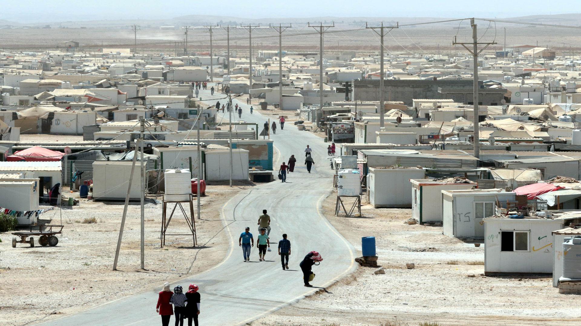 المغتربون السوريون في الخليج ..ماذا تبقى من مساعداتهم المالية..؟