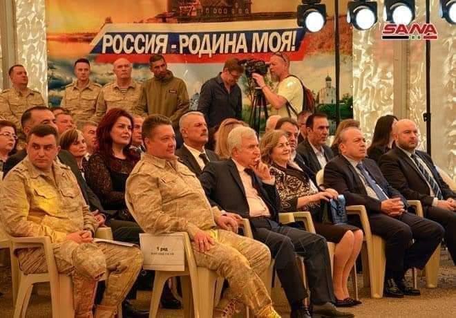 موجة سخرية واسعة بعد احتفال النظام  بعيد الجلاء  في قاعدة حميميم  الروسية