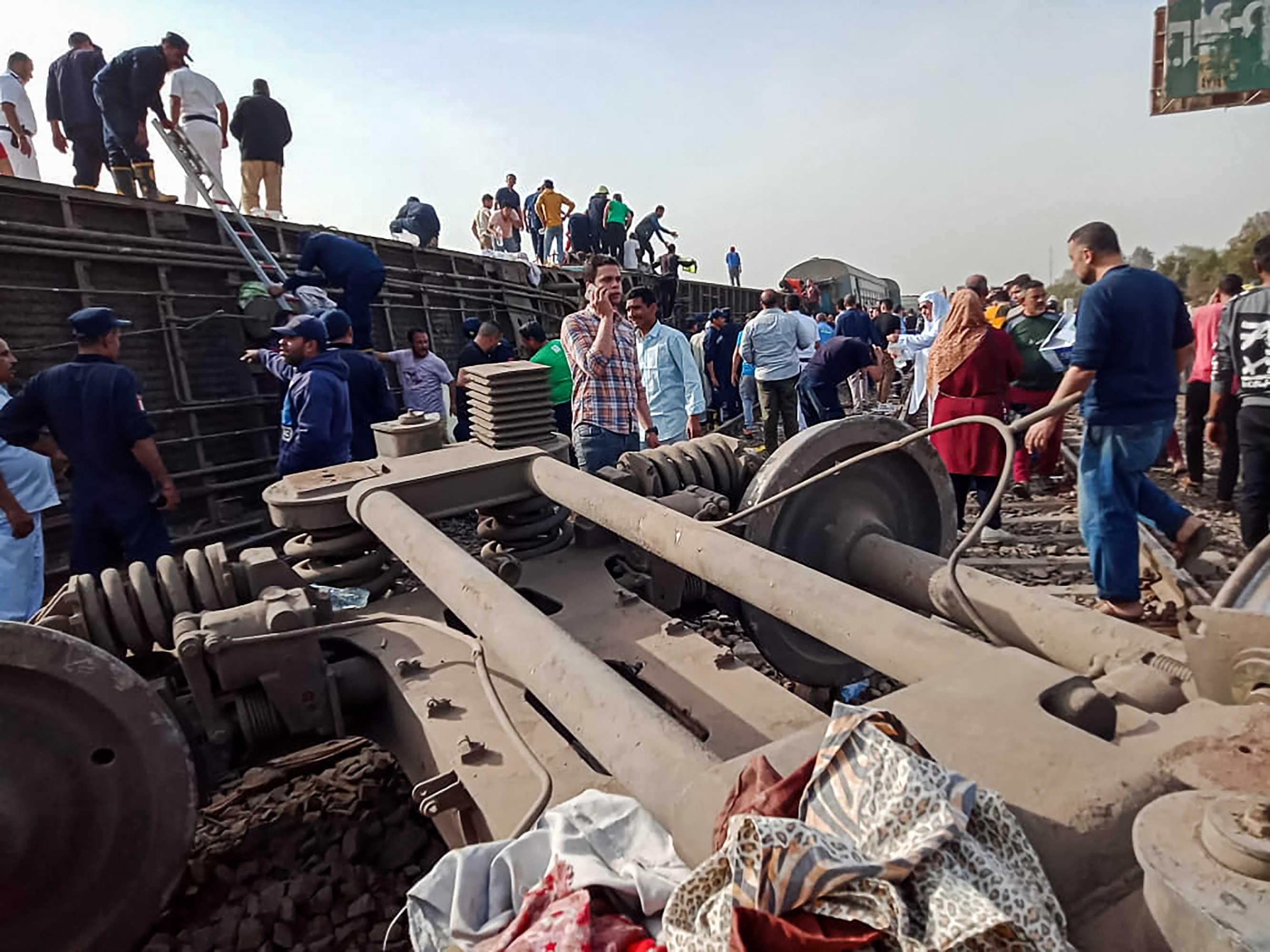 ارتفاع ضحايا انقلاب القطار في مصر  لـ23 قتيلا و139 مصابا