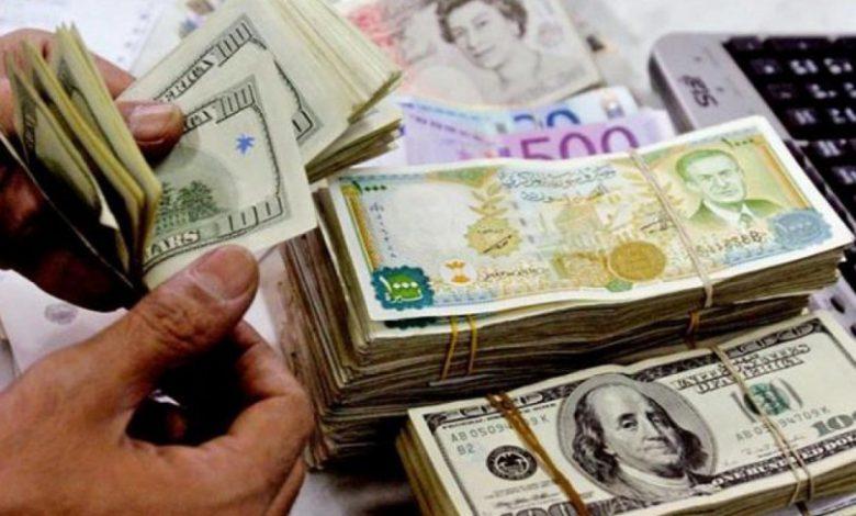 الدولار يحقق مكاسب جديدة على حساب الليرة عند إغلاق تداولات الخميس