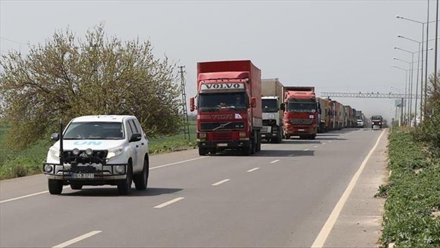 84 شاحنة مساعدات أممية تدخل إدلب عبر معبر باب الهوى