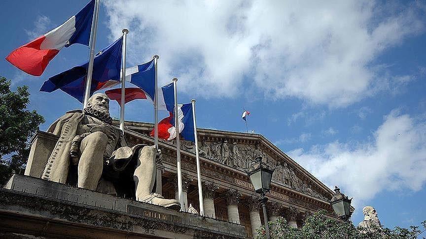 فرنسا .. إقالة إمام مسجد بدعوى تلاوته آيات قرآنية منافية لقيم الجمهورية