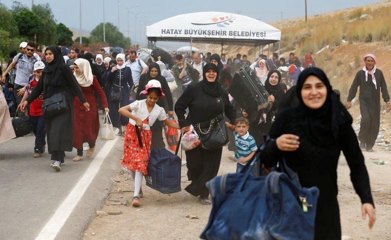 صحفية تركية تدافع عن  وجود اللاجئين  السوريين في بلادها