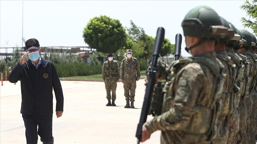 جولة تفقدية لوزير الدفاع التركي وقادة عسكريين على الحدود السورية
