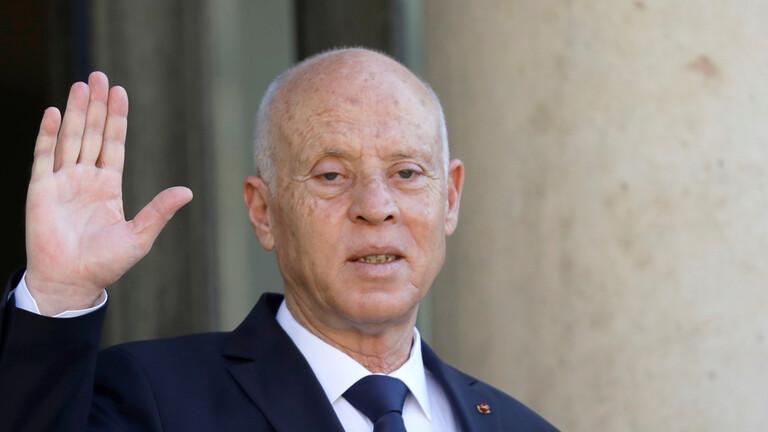 الرئيس التونسي يصدر أمرا بإعفاء رئيس الحكومة ووزيري الدفاع والعدل من مناصبهم