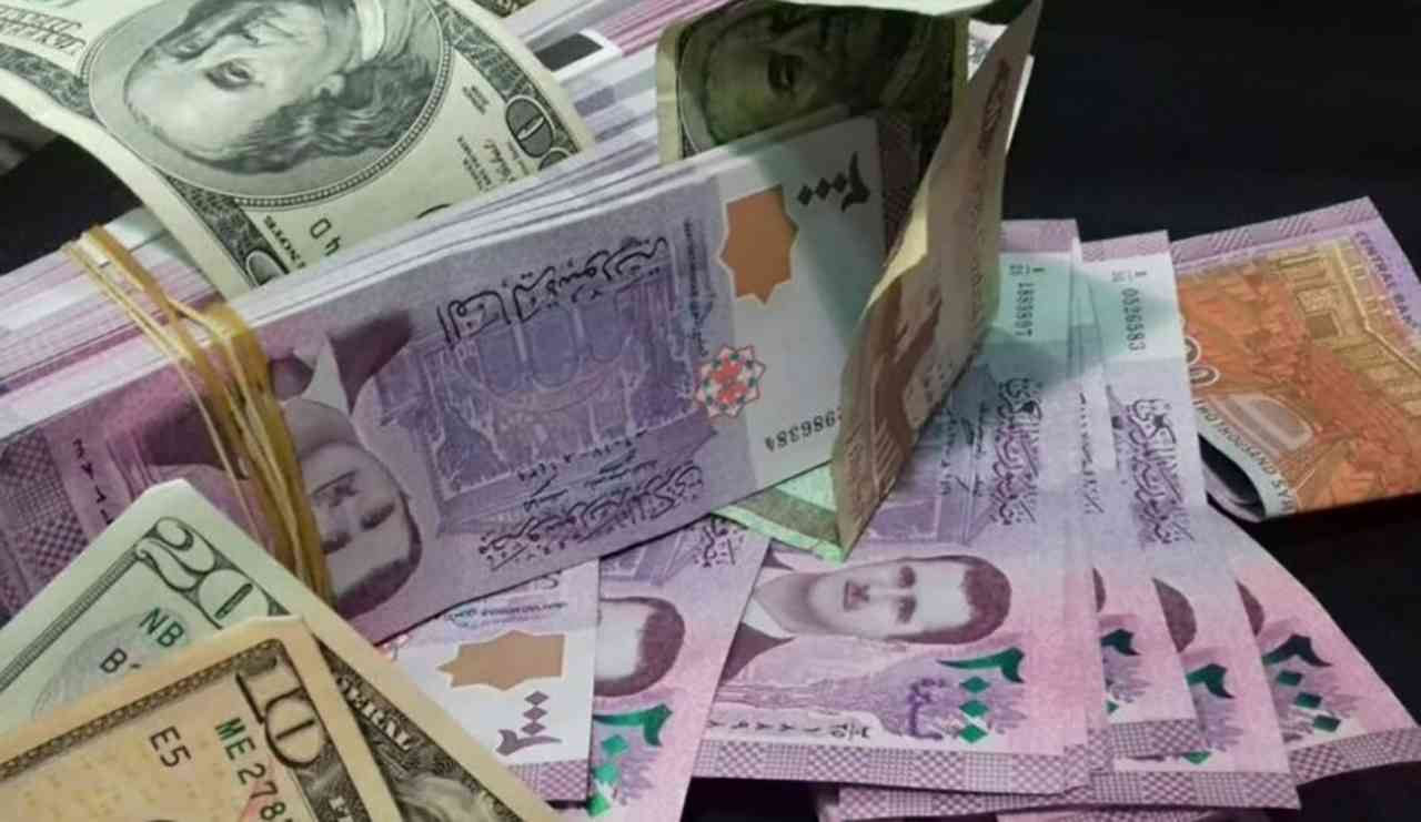 الدولار يسجل سعراً جديداً في افتتاح تداولات الثلاثاء