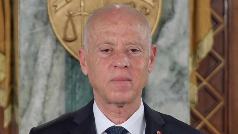 الرئيس التونسي يفرغ الدولة من جميع المسؤولين الكبار