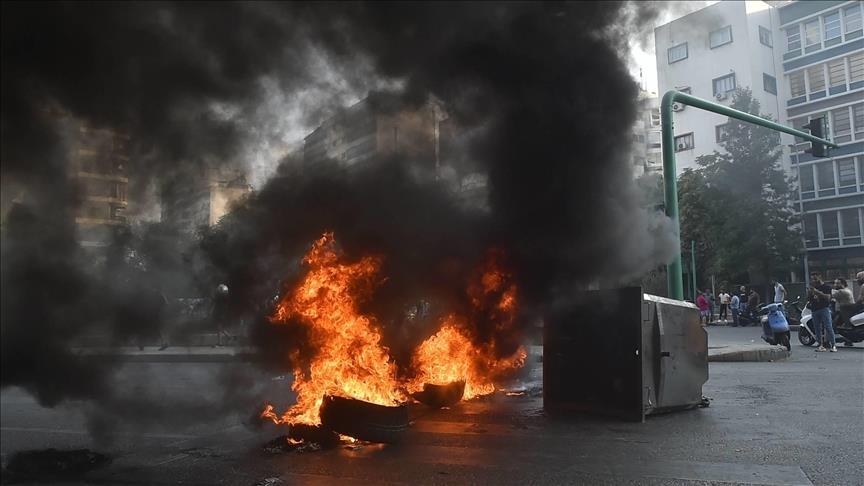 لبناني يضرم النار بنفسه احتجاجا على سوء الأوضاع المعيشية