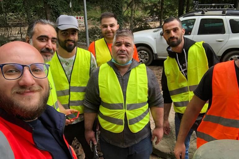 لاجئون سوريون يوظفون خبراتهم في الكوارث للتعامل مع الفيضانات في ألمانيا