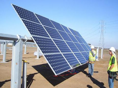 مع استمرار تردي الوضع الكهربائي .. سوق الطاقة الشمسية يشتعل في سوريا